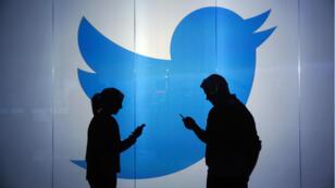 Les réseaux sociaux Facebook et Twitter poursuivent leur stratégie vidéo.