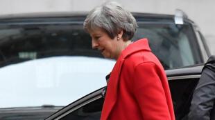 La primera ministra británica, Theresa May, llega a Downing Street, Londres, 26 de noviembre de 2018.