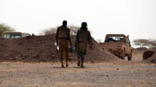 Des soldats burkinabè dans la région de Tambao, au nord-est du pays, en avril 2015.