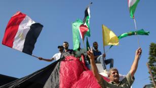Les Palestiniens fêtent l'accord de réconciliation entre le Fatah et le Hamas dans la bande de Gaza, le 12 octobre 2017..