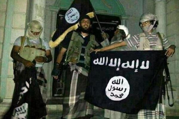 صورة التقطت بهاتف نقال لعناصر من القاعدة في سيئون في 24 ايار/مايو 2014