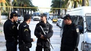 عناصر في الشرطة التونسية.