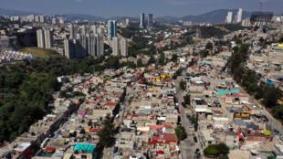 Vista aérea de Huixquilucan, ciudad metropolitana de México, en el Estado de México, tomada el 23 de mayo de 2020, durante la pandemia de coronavirus