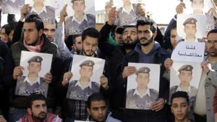 Mardi 3 février, avant l'annonce de sa mort, des Jordaniens étaient encore en train de manifester pour la libération de Maaz al-Kassasbeh.