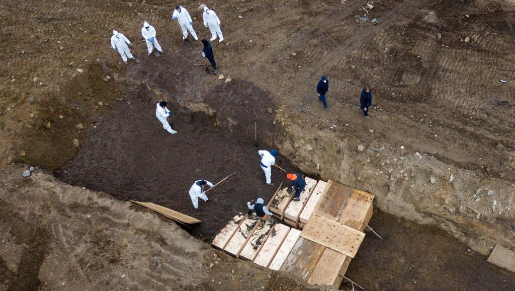 En Hart Island, Nueva York, se están cavando fosas comunes para poder hacer entierros masivos en medio de la pandemia del Covid-19. Foto del 9 de abril de 2020.