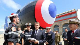Le président français Emmanuel Macron a assisté au lancement du sous-marin Suffren à Cherbourg, le 12juillet2019.