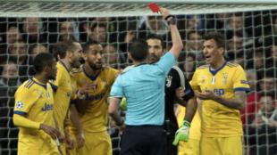 Le gardien de la Juve, Gianluigi Buffon, a été expulsé en fin de rencontre.
