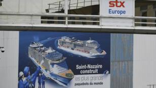 Une publicité pour les chantier de Saint-Nazaire, le 27 juillet 2017.