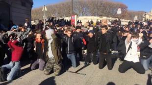 Estudiantes de Montpellier se solidarizan con sus compañeros en Mantes-la-Jolie. 11 de diciembre de 2018.
