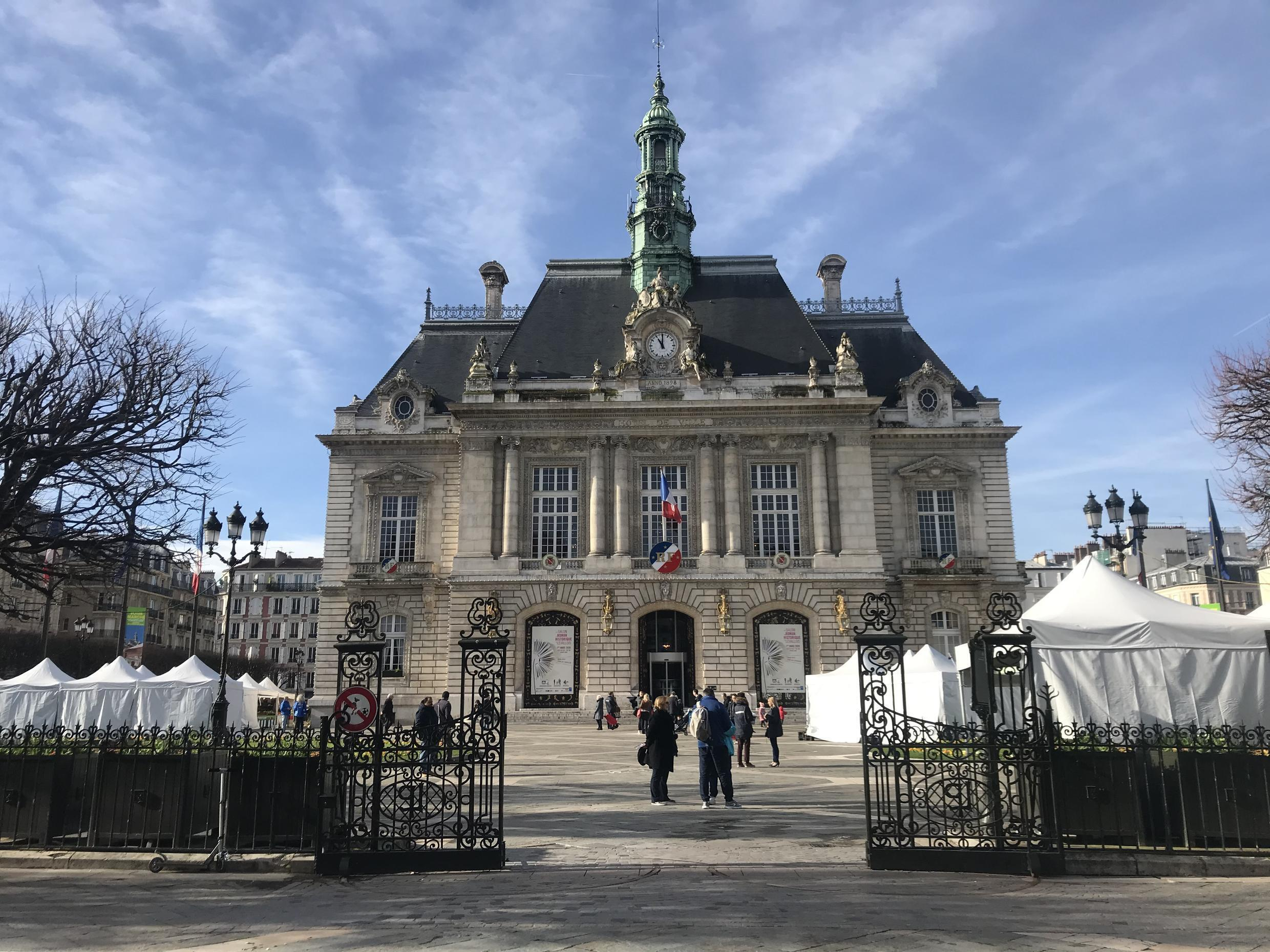 The majestic town hall in Levallois-Perret