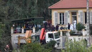Les secours à la recherche de la femme ensevelie par un glissement de terrain, à Nice, le 3 novembre 2019.