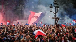 La fan-zone de Paris s'est enflammée après le coup de sifflet final de France-Belgique.