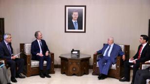 El enviado especial de Naciones Unidas para Siria, Geir Pedersen, se reúne con el ministro de Relaciones Exteriores de Siria, Walid Muallem, en Damasco, Siria, en esta foto publicada por la agencia Sana el 10 de julio de 2019.