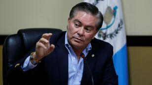 Mario Estrada, habla durante una conferencia de prensa en Ciudad de Guatemala, Guatemala, el 6 de diciembre de 2017.