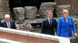 ميركل وماكرون وخلفهما ترامب خلال قمة الدول السبع الكبرى في إيطاليا