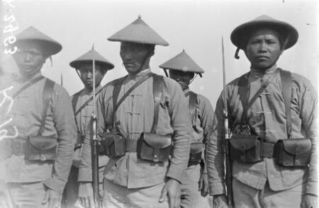 Des tirailleurs annamites (indochinois) au camp français de Zeitlenick sur le front oriental à Thessalonique (Grèce) en mai-juin 1916.