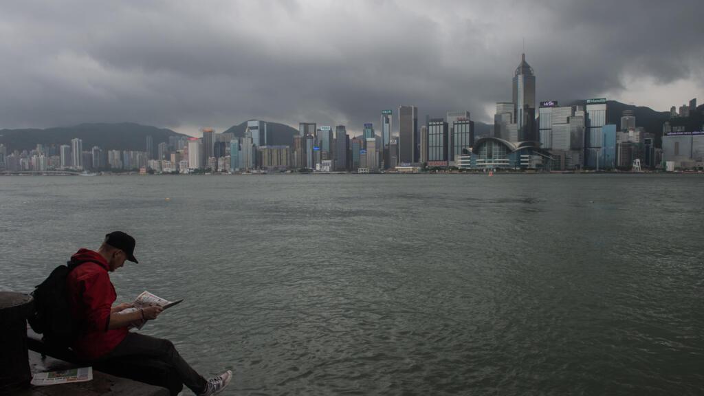 """Le Royaume-Uni suspend """"immédiatement"""" son traité d'extradition avec Hong Kong"""