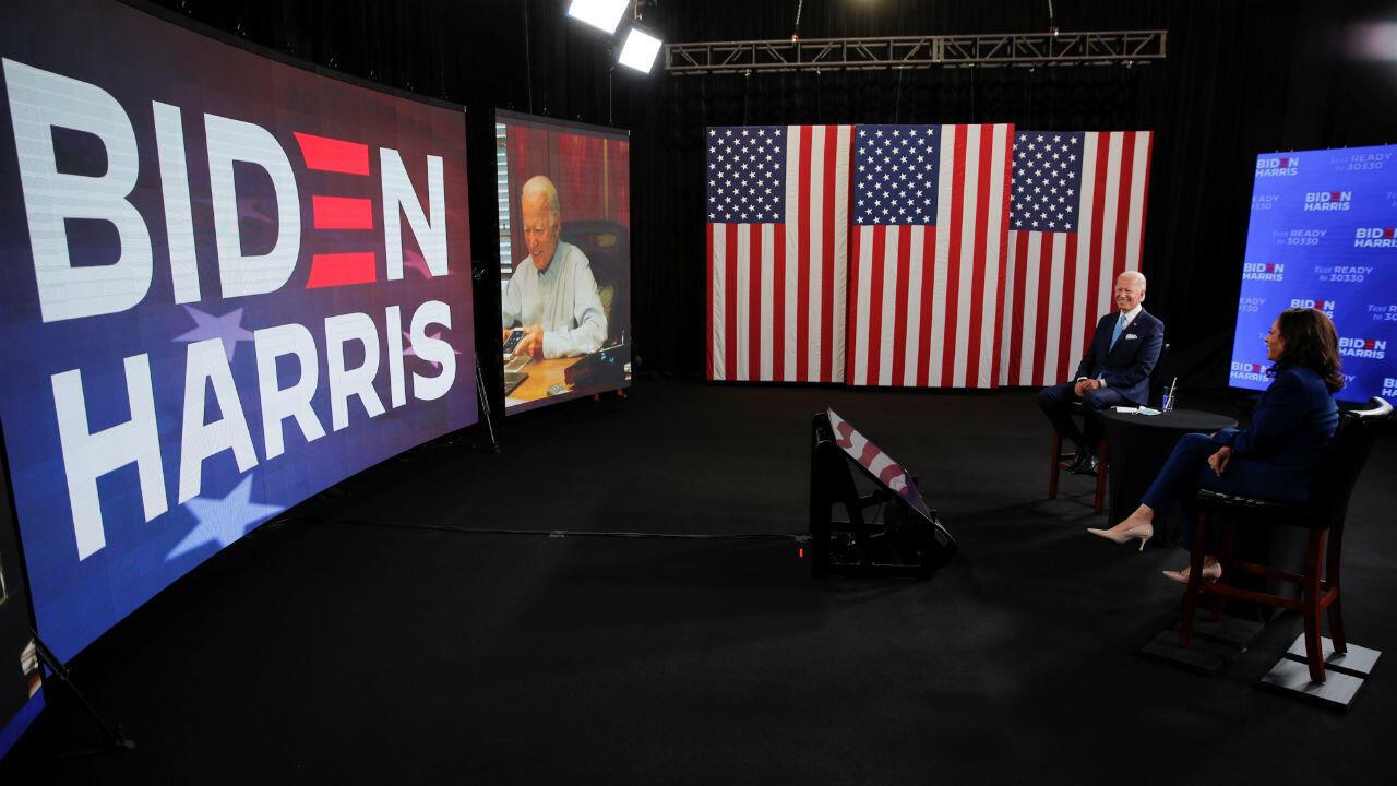 Le candidat démocrate à la présidentielle américaine, Joe Biden, et sa colistière, la sénatrice Kamala Harris, participent à un événement de campagne virtuelle à Wilmington, le 12 août 2020.