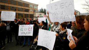 bosnia_herzegovina_protestas_maltrato_ninos
