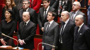 """Les députés et le gouvernement ont chanté la """"Marseillaise"""" dans l'hémicycle, mardi 13 janvier."""