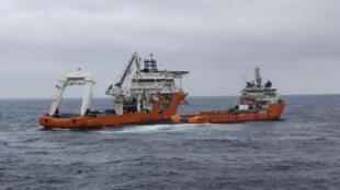Opération d'un navire chinois pour éponger la marée noire