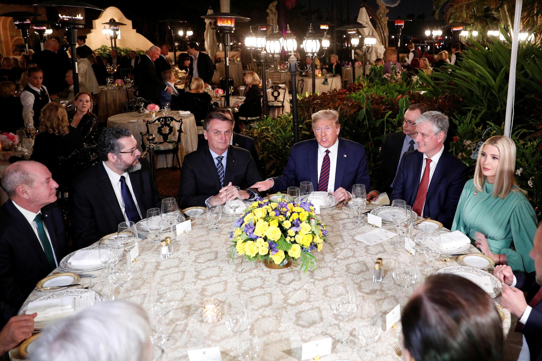 También estaba en la mesa de los dos presidentes la hija mayor de Trump, Ivanka, y su esposo, Jared Kushner.