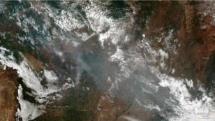 El humo se agita durante un incendio en un área de la selva amazónica cerca de Porto Velho, estado de Rondonia, Brasil. 21 de agosto de 2019.
