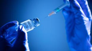 Face au Covid-19, 48 candidats-vaccins sont actuellement en essais cliniques sur l'homme. Mais seuls onze sont entrés dans la phase 3, la dernière avant l'homologation des autorités