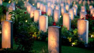 Tombes des soldats britanniques au cimetière de la Bataille de la Somme, à Thiepval, dans le Nord de la France.