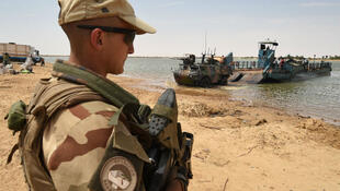 Des soldats français de l'opération Barkhane, près de Tombouctou, au Niger, le 9 mars 2016.