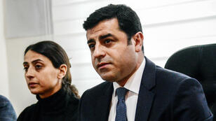 Selahattin Demirtas (d) et Figen Yuksekdag (g), les dirigeants de la principale formation pro-kurde de Turquie.