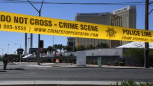 Le tueur a tiré depuis deux chambres d'hôtel qu'il avait réservées au 32e étage du Mandalay Bay, à Las Vegas.