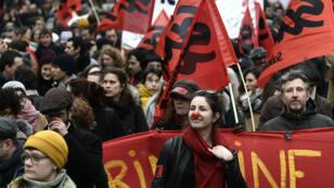La manifestation des fonctionnaires a rassemblé 34700 personnes à Paris, selon le comptage indépendant de médias.