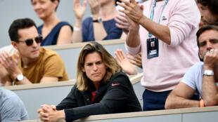 Amélie Mauresmo a exprimé sa colère de voir reléguer les demi-finales dames sur des courts de moindre catégorie. Ici à Roland-Garros, en mai 2019.