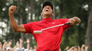 Tiger Woods celebra a rabiar su quinto título del Masters de Augusta, tras los obtenidos en 1997, 2001, 2002 y 2005, en Augusta, Georgia, EE. UU., el 14 de abril de 2019.
