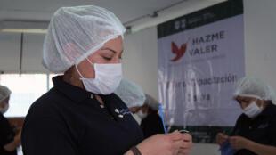 Decenas de presos en talleres carcelarios de Ciudad de México fabrican unos 2.000 cubrebocas por día ante la pandemia del nuevo coronavirus