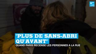 """Une bénévole de la """"Nuit de la solidarité auprès d'un sans-abri."""