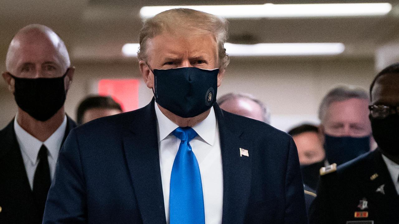 ترامب يضع قناعا داخل مستشفى والتر ريد العسكري, 11 يوليو/تموز 2020.