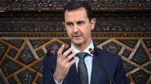 Le président syrien, Bachar al-Assad, bénéficie d'une l'immunité qui empêche son arrestation même en cas de condamnation en France.
