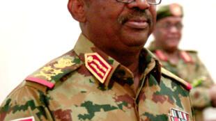 وزير الدفاع الفريق أول جمال عمر خلال مراسم أداء القسم في الخرطوم في 8 أيلول/سبتمبر 2019