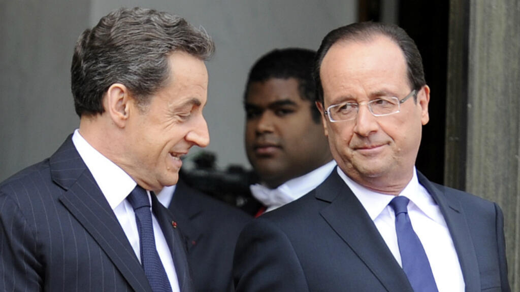 Nicolas Sarkozy et François Hollande en mai 2012, sur le perron de l'Élysée.