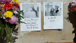 Des fleurs en hommage aux victimes de confession musulmane d'un triple meurtre en Caroline du Nord
