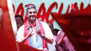 El candidato presidencial del Partido Colorado, Mario Abdo Benítez, en un mitin de campaña antes de las elecciones, en Itaugua, Paraguay, el 19 de abril de 2018.