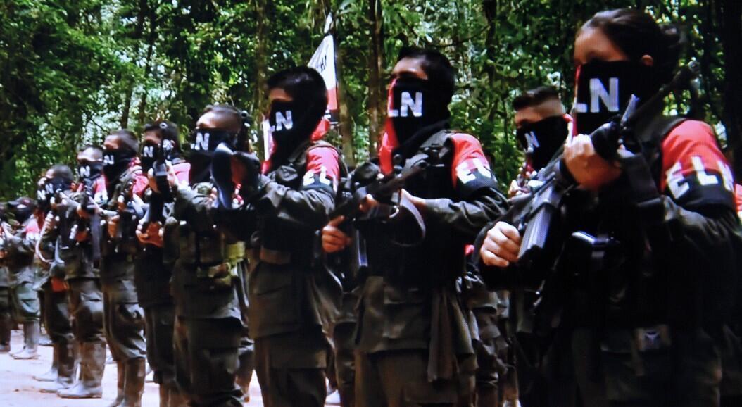 Archivo-Foto tomada de un video del Portal Voces de Colombia, que muestra a miembros de la guerrilla Ejército de Liberación Nacional, ELN, el 7 de enero de 2015.