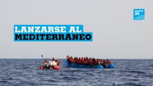 Un barco inflable azul con capacidad para 65 personas, a unas 34 millas de la costa libia según Sea-eye, se ve en esta imagen obtenida de las redes sociales el 5 de julio de 2019.