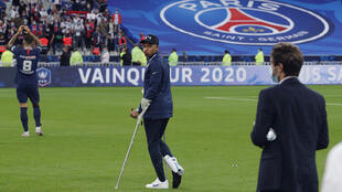 L'attaquant du Paris Saint-Germain Kylian Mbappé, blessé lors de la finale de la Coupe de France, le 24 juillet au Stade de France à Saint-Denis