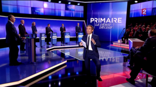 Les sept candidats à la primaire de la droite rassemblés autour du journaliste David Pujadas, jeudi 17 novembre sur le plateau de France 2 lors du dernier débat télévisé avant le vote de la primaire de la droite.