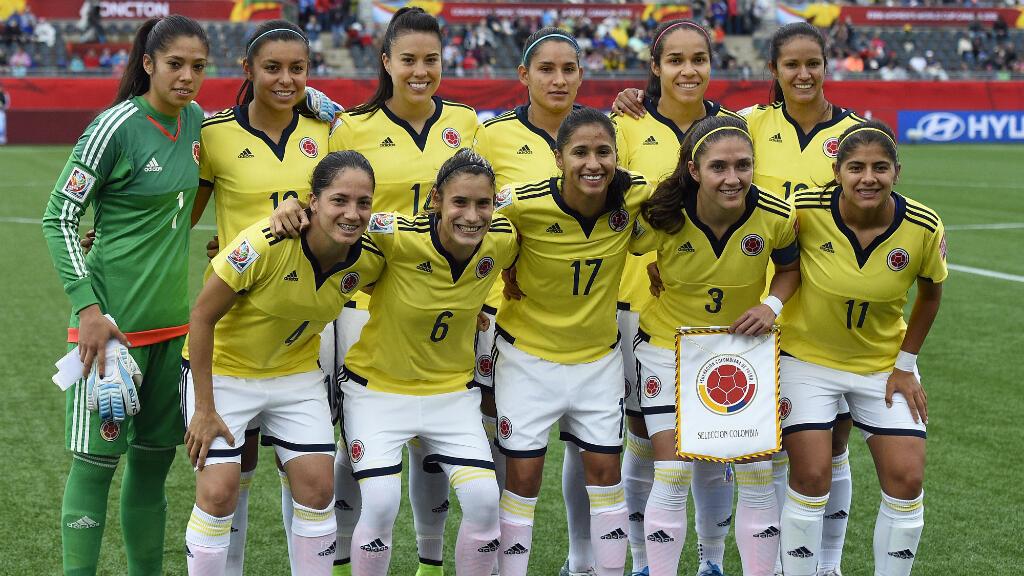 Las jugadoras de la Selección Colombia posan para la foto previa a un partido en el Mundial de fútbol de Canadá, en 2015.
