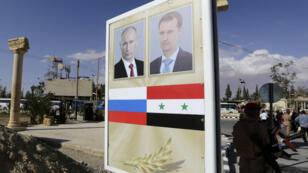 Les portraits des présidents russe et syrien affichés à Palmyre, le 6 mai 2016.