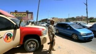 عنصر من قوة أمنية ليبية - صبراتة في 11 أيلول/سبتمبر 2017